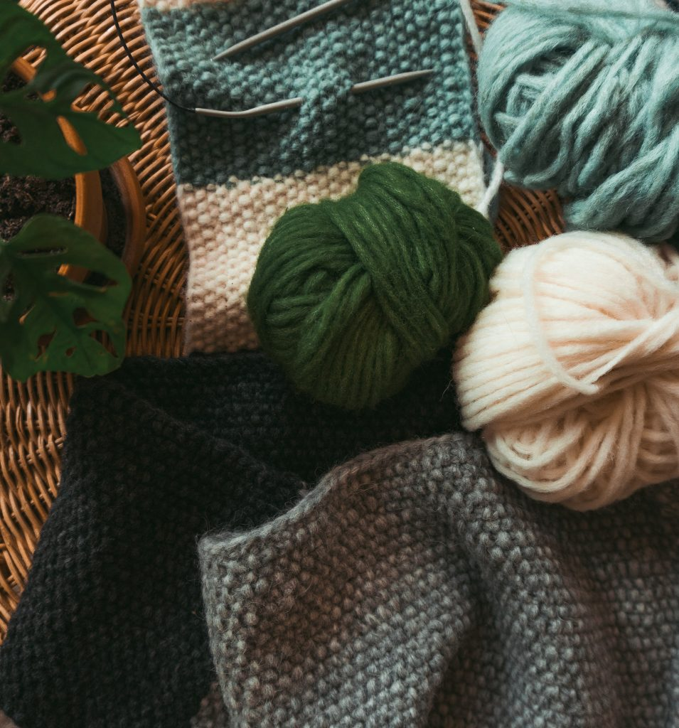 Schal-Stricken für Anfänger - Fridlaa zeigt mit Anleitung und Video-Tutorials, wie man ganz schnell und einfach einen Schal strickt