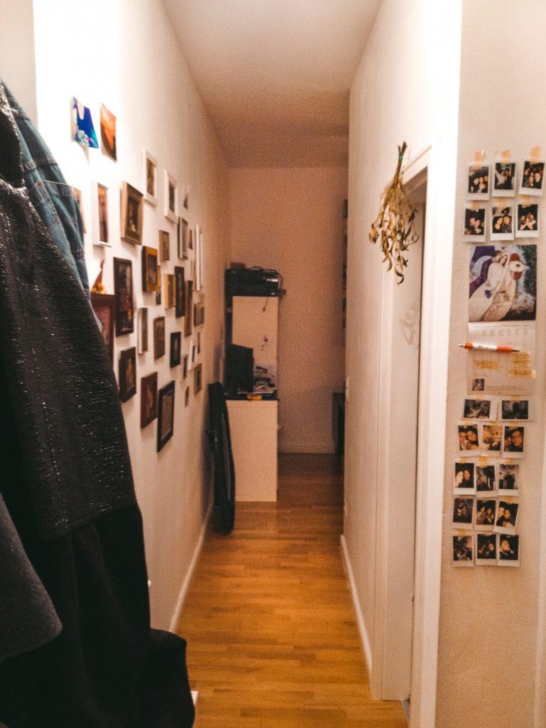 Das Leben am Platzlimit - Fridlaa zieht in ihre erste eigene 30 Quadratmeter Wohnung nach Berlin mit 1,5 Zimmern und Dusche