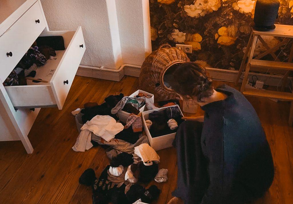 Fridlaa räumt das Schlafzimmer auf und Organiziert dem P-Touch Cube von Brother