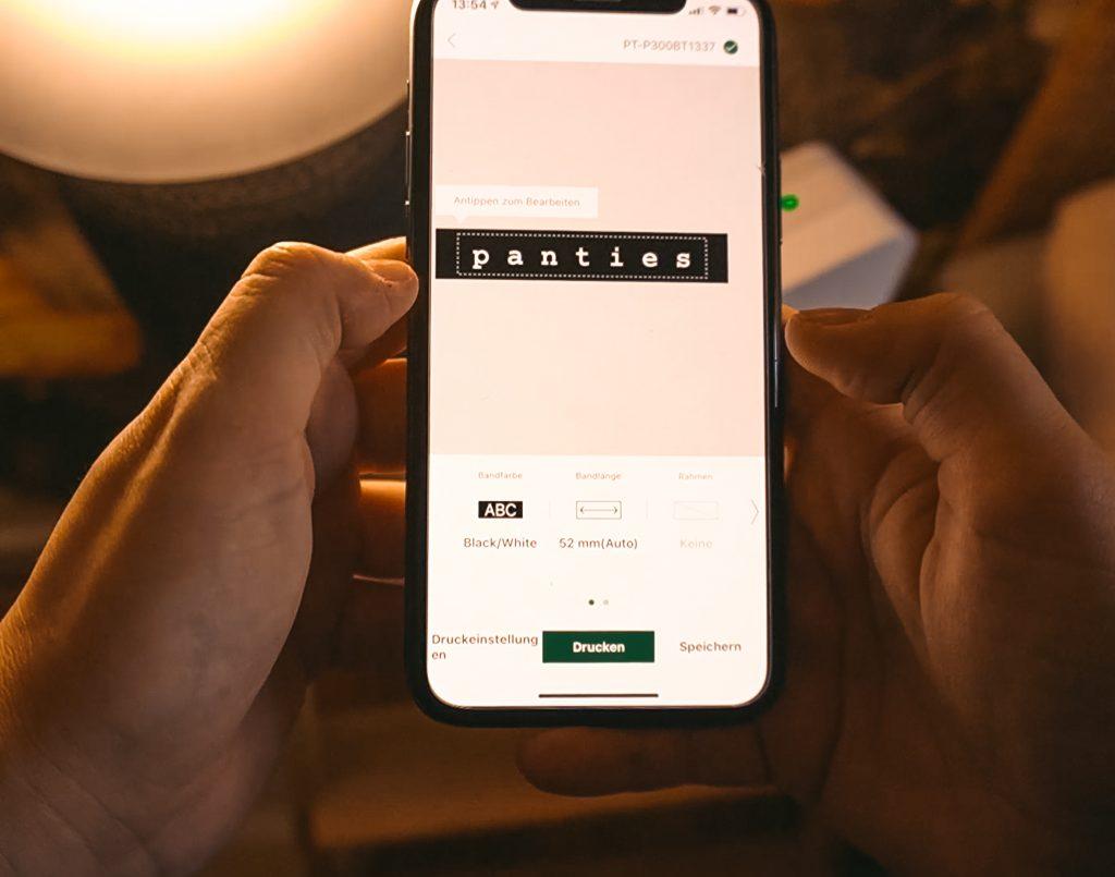Ordnung halten mit System - Fridlaa zeigt, wie man mit dem Smartphone einfach und schnell Etiketten zur Markierung ausdruckt